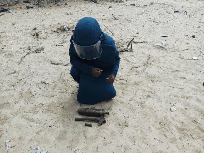 Searcher removing items detected using Schonstedt UXO Locator (Magnetic Locator) in Daynile, Somalia. Photo Credit: UNMAS Somalia